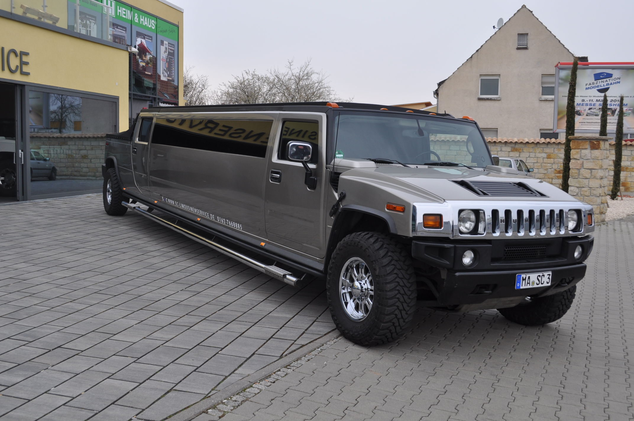 Hummer H10 Stretchlimousine Cabrio – Limousine in Mannheim ... | purple hummer limo